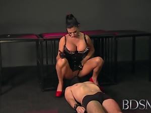 BDSM XXX Mistress treats her sub to face sitting