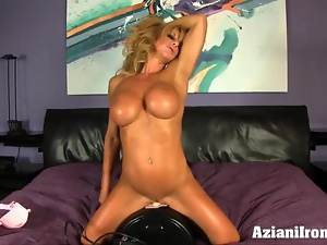 Ripped muscle beauty loves the sybian so much