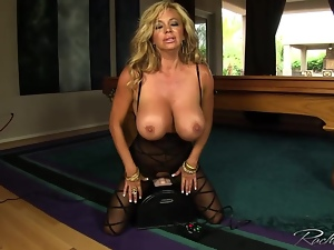 Gorgeous Rachel Aziani rides her sybian sex machine