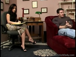 Man with foot fetish sucks on sexy toes