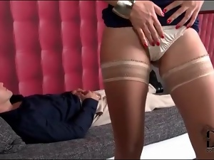 Therapist climbs on her patient and seduces