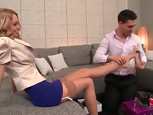 He helps her try on shoes and sucks her toes