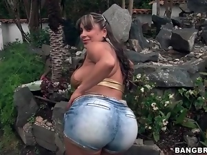 Fat Latina ass looks hot in tight jean shorts