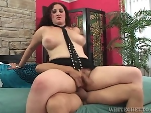 Curvy woman sits thick bush on his boner and rides