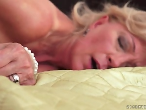 Sex from behind with shaved mom vagina