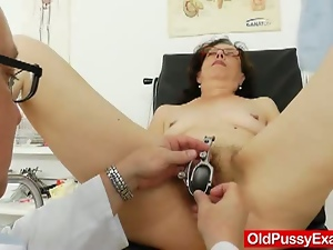 Mature brunette gets her hairy cunt examined