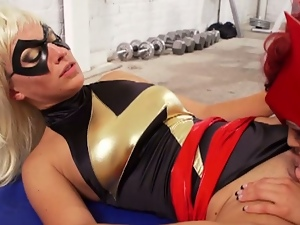 Scarlett witch and mrs marvel go lesbo!