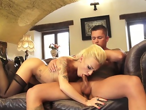 Tattooed slut squirts and gets her ass fucked