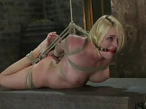 Beautiful blond comes herself to get tortured