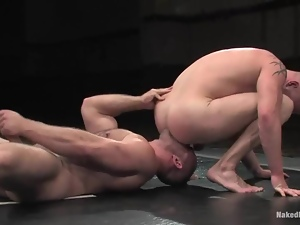 Two wrestlers have an amazing anal sex on the mat