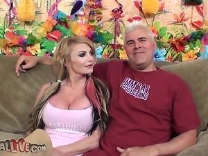 Steaming porn star Taylor Wayne is getting that huge cock