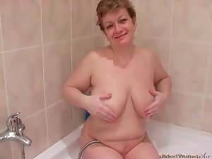Chubby mature shows him her blowjob skills