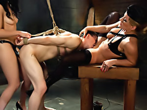 Dude strapon fucked by femdom