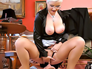 Face sitting mistress