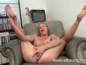 Milf Alyssa Dutch spreads her legs and masturbates