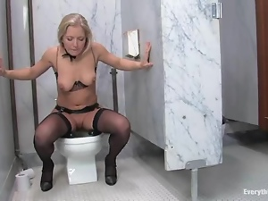 Double penetration for a kinky blond fetish girl Lochai