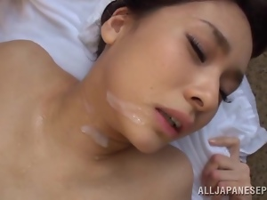Yui Ooba enjoys some hot abnging with her BF outdoors
