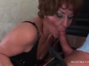 Gangbang with mature tramps fucking cunt and cock