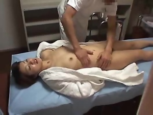 The orgasm caused by the massage is tapped on a spycam