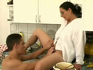 Wet hairy aunt of Rayra prefers it deep and thick