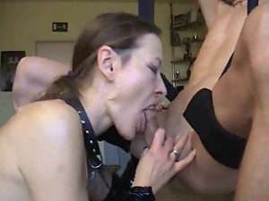 Wife Does Naughty Deepthroat