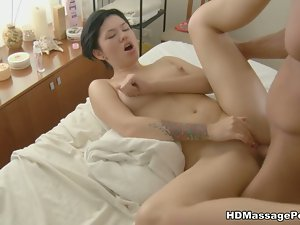 Teen squirts after massage fuck