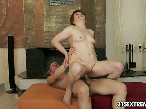 Mature lady nailed hard