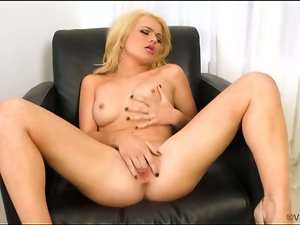 Alexis ford fingers her pussy for you