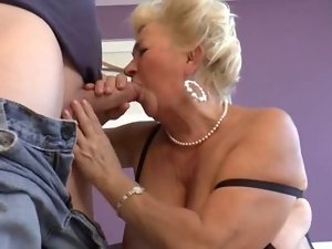 Attractive Shorthair Curvy Granny Screwing