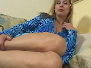Alluring Blond Mommy Payton Leigh 2