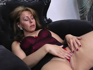 Filthy amateur aunty and her aged vulva