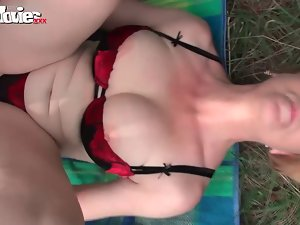 FunMovies German experienced mature whore banged outdoor