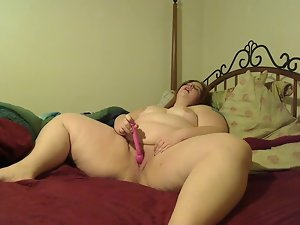 Big beautiful woman makes herself feel nice with G-spot vibe