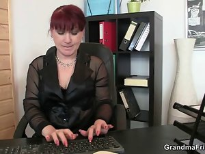 Office cunt delights two penises