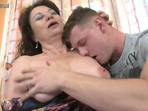 Amateur experienced slutty mom screwed by 18 years old young man