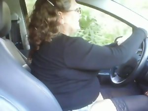 Attractive mom screwing a young man in his car