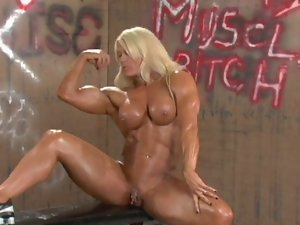 English muscle goddess rubs her snatch and big clit