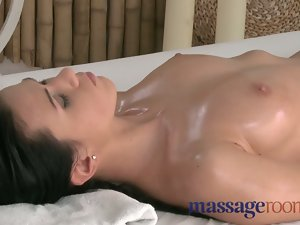Massage Rooms Athletic goddess delights G-spot orgasm before r