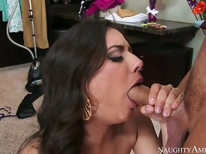 Jynx Maze is a nice slutty mom