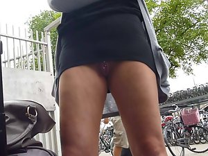 flashing her well used vagina in public