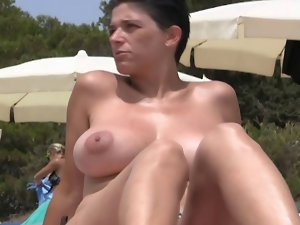 SHORT HAIRED Mommy SHOWING MASSIVE Hooters AT THE BEACH.