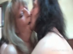 Experienced hoes kissing passionately in crazy group sex