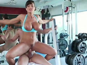 Shocking sex at the gym