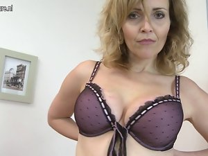 Puma slutty mom playing with her attractive mature pussy