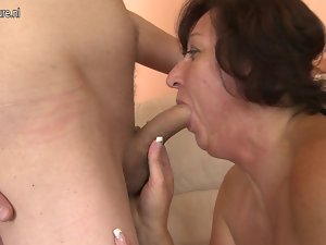 Experienced slutty mom screws her 18 years old son's friend
