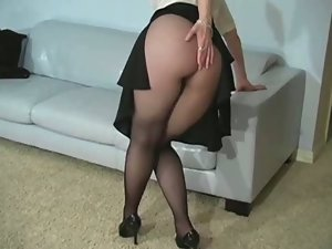 Muff show in pantyhose
