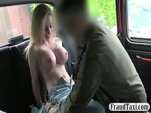 Buxom amateur thumped with a taxi driver in the backseat
