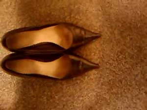 Cumming in secratary&#039_s high heel shoes II