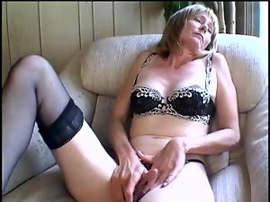 Aged mommy rubbing her clit