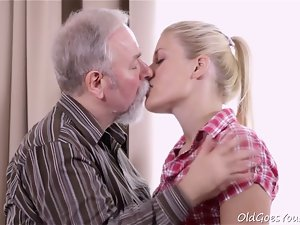 Elena can't believe how nice this older man is at having sex